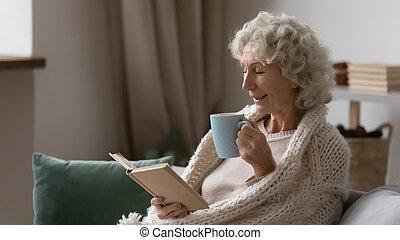 fin de semana, anciano, pasatiempo, medio, abuelita, time., viejo, excitado, el gozar
