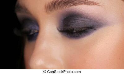 fin, jeune, figure, enfumé, soir, maquillage, cosmétique, girl, haut, contact, beau, bleu, coloré, lentilles, yeux, vue