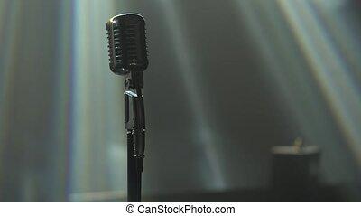 fin, studio, sombre, néon, classique, effects., microphone, haut., fumée, éclairage, lighting., dynamique, chrome, retro