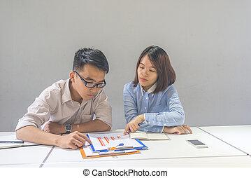 financeiro, pessoas negócio, gráfico, relatório, discutir