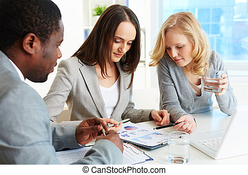 Financial report - Business team meeting to analyze...