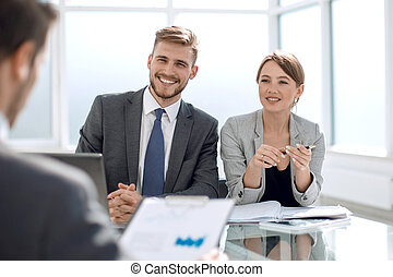 financieel, zakenlui, groep, plan, nieuw, het bespreken