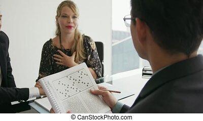 financier, 17, conversation, couple, jeune, mots croisés, conseiller