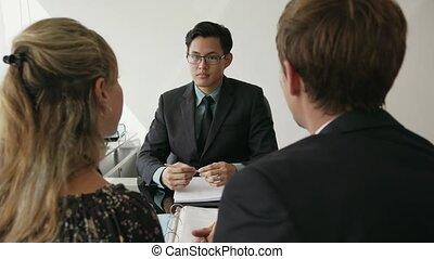 financier, bureau, 16, couple, moderne, jeune, conversation, conseiller