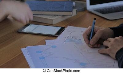 financier, bureau fonctionnant, gens, rapports, business, multi-ethnique, équipe
