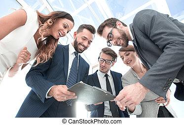 finanziell, geschaeftswelt, schauen, klemmbrett, mannschaft, bericht