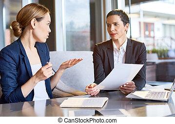 finanziell, manager, fokussiert, auf, arbeit