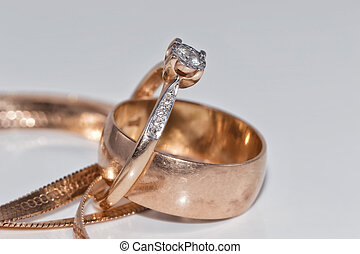 Fine elegant Golden ring with diamond and gold chain