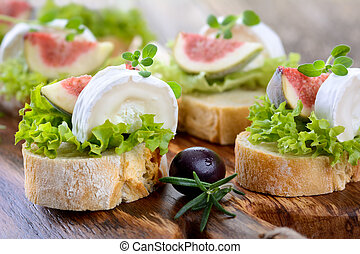 Finger food with goat cheese and figs