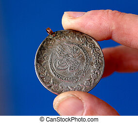 fingrar, hålla, gammal, mynt, från, ottoman kejsardöme