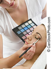 Fininishing Touches to Make Up
