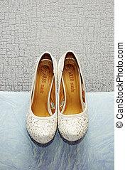 finom, white cipő, esküvő