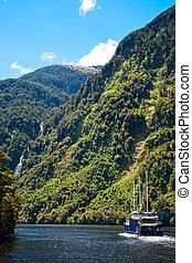 fiordland, croiser