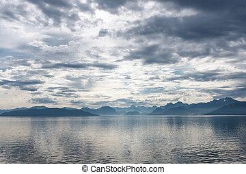 fiordo, escena, con, dramático, cielo nublado