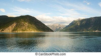 fiordo, y, montañas