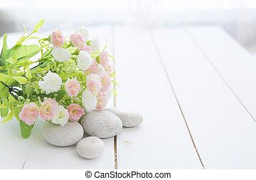fiori selvaggi, tavola legno, pietre, terme