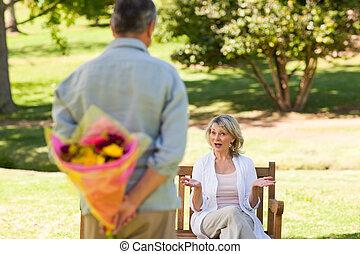 fiori, suo, maturo, offerta, uomo