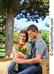 fiori, suo, offerta, amica, uomo