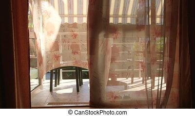 firanki, drzwiowe odemknięcie, lustro, okno, przez, trzepotliwy, wiatr, poza