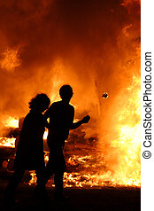 FIRE! - Man and wife escape together a huge fire. Some blur ...