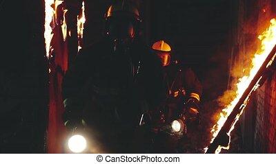 firefighters fleeing the burning hallway HD