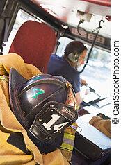 firefighters, utazó, fordíts, egy, szükséghelyzet