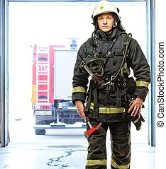 firefighting, bombero, joven, contra, camión, depósito
