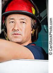 firetruck, macho, bombero, confiado, sentado