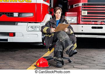 firewoman, camions, séance, contre, écriture, quoique, presse-papiers