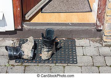 firma, couro, dois, botas, lama, pretas, coberto