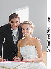 Firmare, sposato, seduta, coppia, registro, giovane, matrimonio, tavola