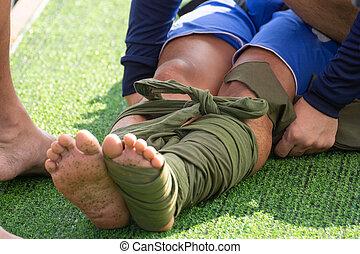 first aid leg fracture budy splint