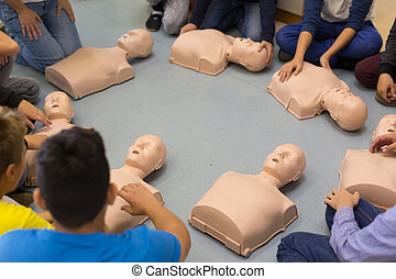 First aid resuscitation course in primary school. - First...