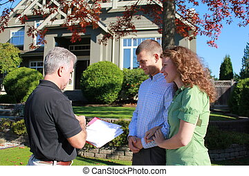 First time buyers - Realtor with young couple