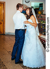 First  wedding dance of bride and groom in restaurant