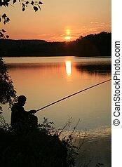 fish., תופס, with., אגם, silhouette., דייג, רקע, היה, הוא