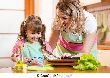 fish, cuisine, maman, girl, cuisine, gosse