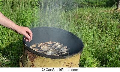 fish, fumé, main, chèque