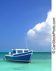 Fisherman's boat in Aruba - Fisherman's boat in a tranquil ...