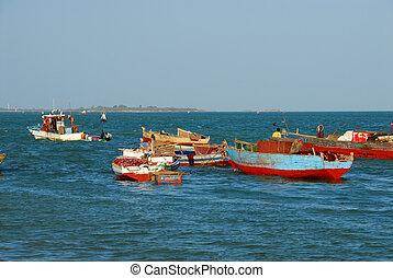 Fishermen in the port of Dar es Salaam