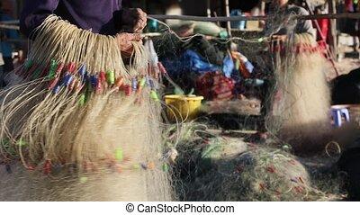 Fishermen prepare fishing net - Vietnamese fishermen prepare...