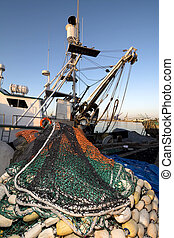 Fishing boat - A commercial fishing boat with a purse sein ...