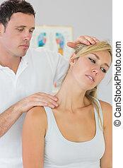 fisioterapeuta, bueno, cuello, examinar, mirar, pacientes