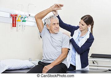 fisioterapista, assistere, anziano, esercizio, uomo
