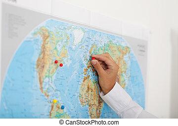 fissaggio, mappa, donna affari, puntina da disegno, mano