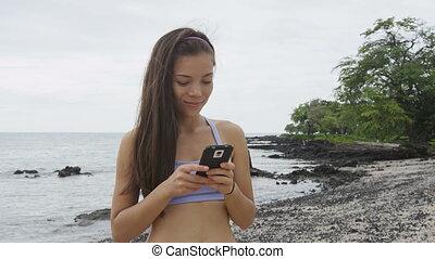 fitness, -, app, téléphoner femme, smartphone, regarder