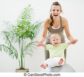 fitness, baby, bal, spelend, moeder