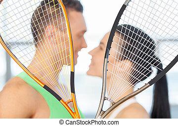 fitness, ehepaar., liebenden, küssende , hinten, tennisschläger