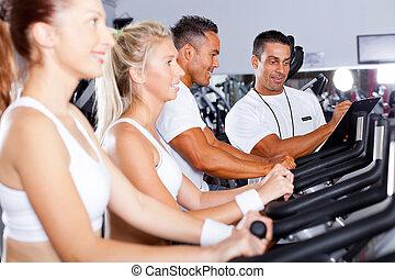 fitness, folk, cykla, in, gymnastiksal, med, personlig