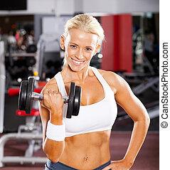 fitness, frauausarbeiten, mit, hantel, in, turnhalle